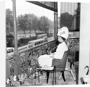 Park Lane hairdresser, 1953 by Mirrorpix