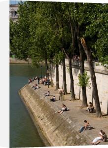 Ile Saint-Louis, Paris, France by Sergio Pitamitz