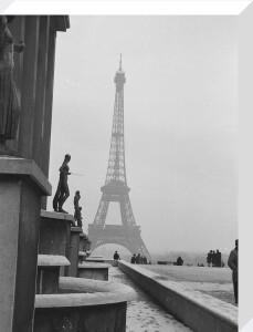 Snow scene - Place du Trocadero, Paris 1963 by Alan Scales