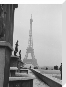 Snow scene - Place du Trocadero, Paris 1963 by Alan Scales