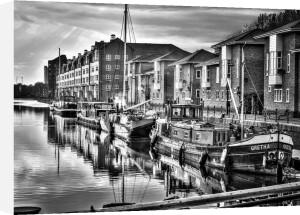 Surrey Quays Mooring by Assaf Frank