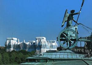 Reichstag vom Dach d. Brandenburger Tors by Javacheff Christo