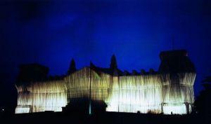 Reichstag Westfassade tiefe Nacht by Javacheff Christo