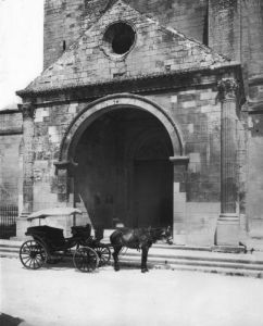 Carriage waiting before porch of cathedral Notre-Dame-des-Doms by French School
