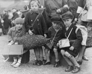 Evacuees, 1939 by Mirrorpix
