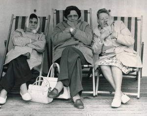 Cold holidaymakers, 1977 by Mirrorpix