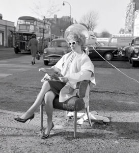 Outdoor hairdressing, Finchley Road 1961 by Mirrorpix