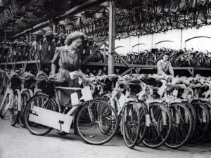 Bicycle factory, Birmingham 1948 by Mirrorpix