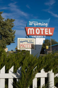 Motel sign, Wyoming, USA by Sergio Pitamitz