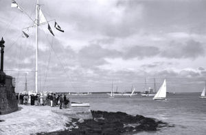 Cowes Week regatta, 1938 by Anonymous