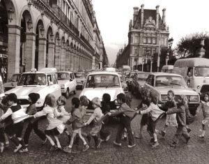 Les tabliers de la rue de Rivoli, 1978 by Robert Doisneau