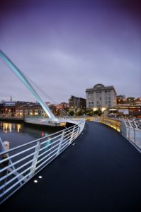 Gateshead Millennium Bridge by Richard Osbourne