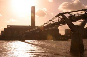 London - Tate Modern and Millennium Bridge by Richard Osbourne