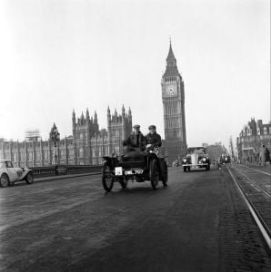London to Brighton Vintage Car Run, Nov. 1949 by Mirrorpix