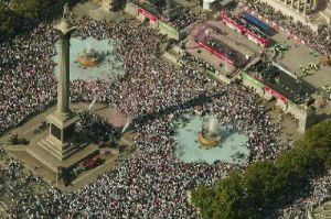 The Ashes 2005 - Trafalgar Square by Mirrorpix