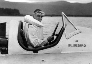 Malcolm Campbell breaks The World's Water Speed Record by Mirrorpix