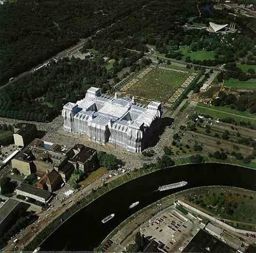 Reichstag Luftaufnahme von Ost nach West Gesamt by Javacheff Christo