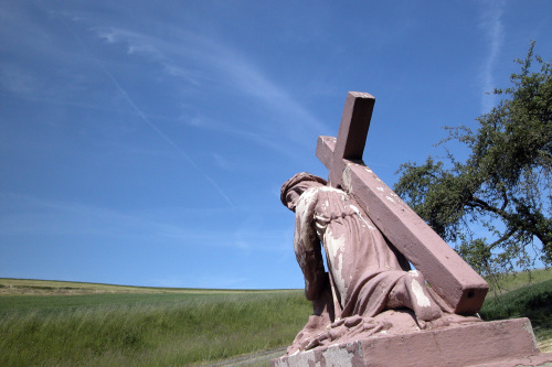 Statue of Jesus carrying his cross by Heinz Krimmer