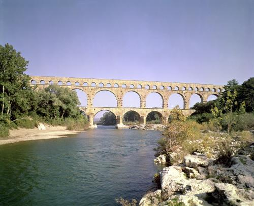View of the aqueduct by Roman Art