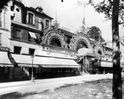 The Concert de Trianon in Paris 84 boulevard Rochechouart 1900 by Eugene Atget