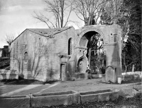 Chapel of Saint-Accurse and arch of Saint-Cesaire at Les Alyscamps by Anonymous