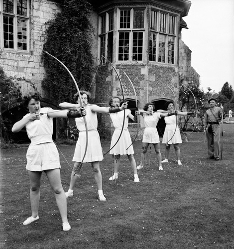 Archery, Bisham Abbey 1952 by Mirrorpix