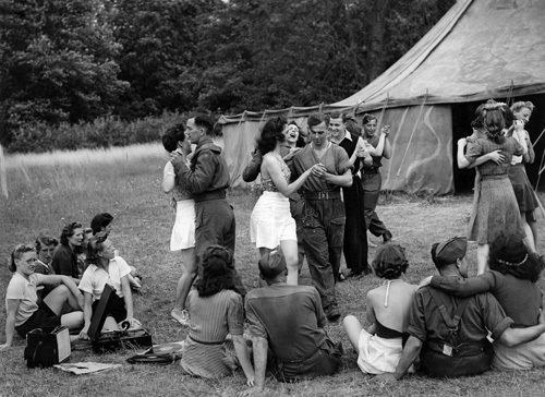 Land Army holiday camp, Cookham 1942 by Mirrorpix