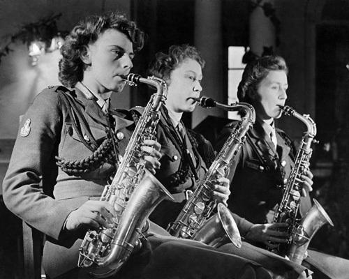 ATS dance band, 1944 by Mirrorpix
