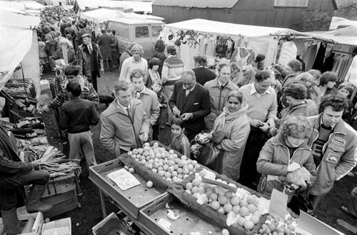 Warwick market, 1981 by Mirrorpix