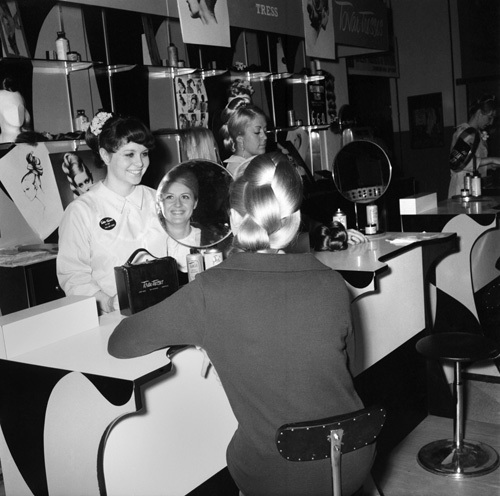 Selfridges beauty department, 1960 by Mirrorpix