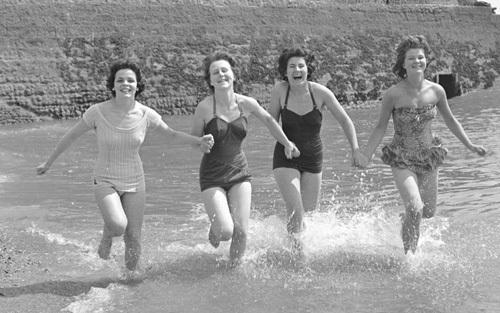Whitsun Bank Holiday, 1959 by Mirrorpix