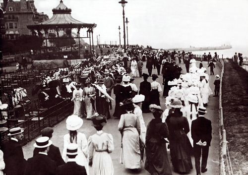 Edwardian seaside view, 1900 by Mirrorpix