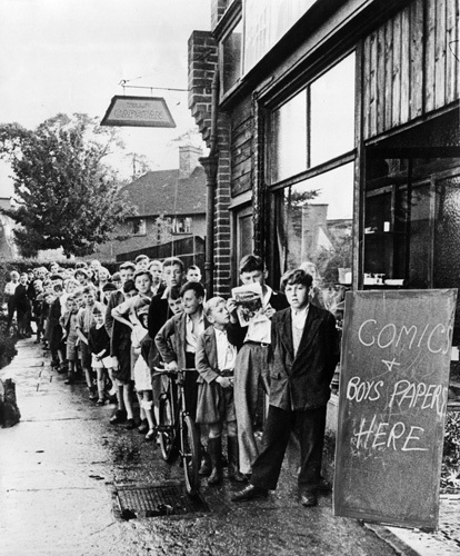 Children queue for comics, Eltham 1943 by Mirrorpix