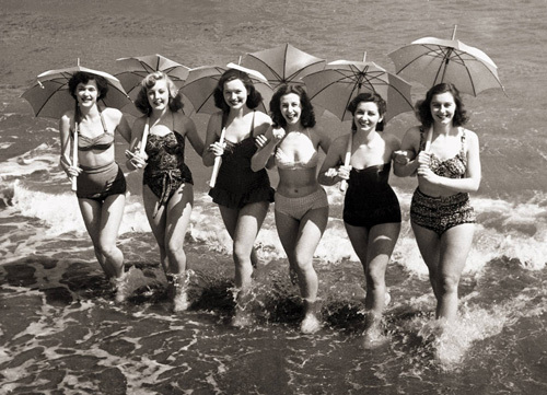 Girls with sunshades, Sandown 1951 by Mirrorpix