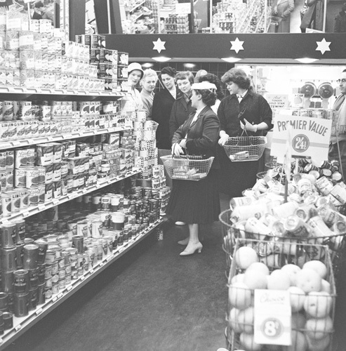 Supermarket shopping, Finchley 1955 by Mirrorpix