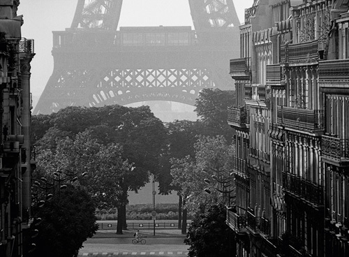 Eiffel Tower, Paris by Pete Seaward