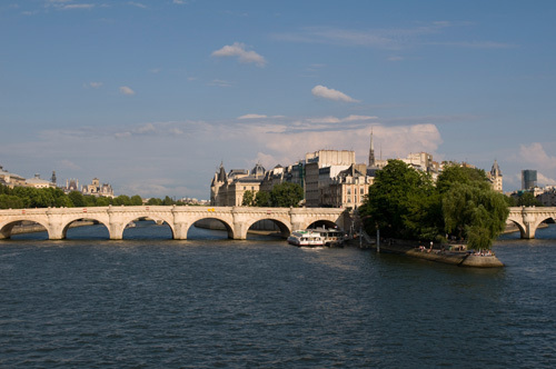 Ile de la Cite, Paris, France by Sergio Pitamitz