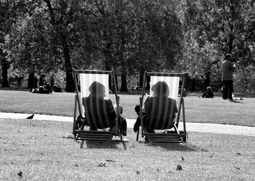 Chatting in Green Park by Niki Gorick