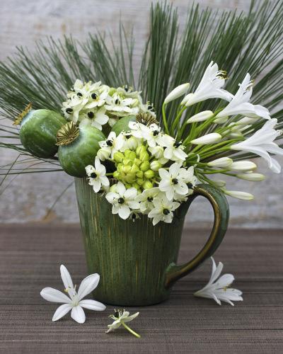 Fleurs en vase by Catherine Beyler