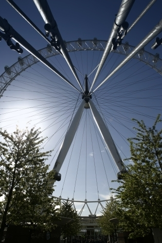 London - Millennium Wheel by Richard Osbourne
