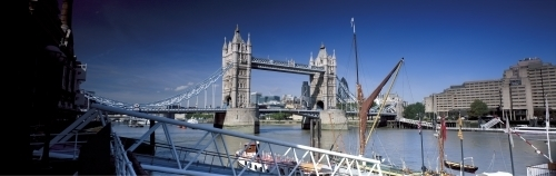 Tower Bridge, London by Richard Osbourne