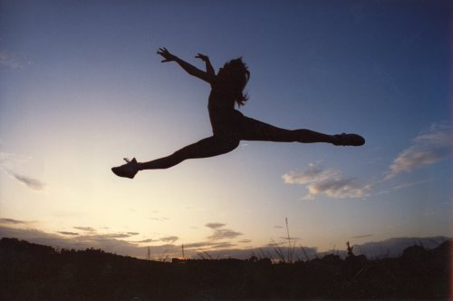 Ballet dancing by Mirrorpix