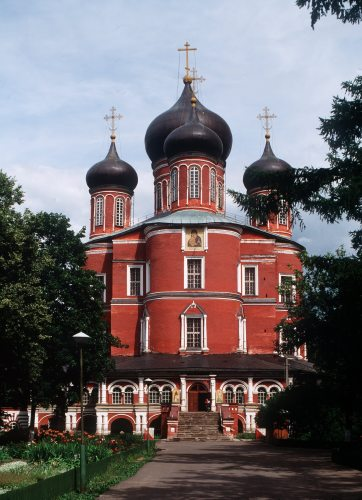 Russia Moscow The Donskoy Monastery by Mirrorpix