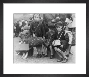 Evacuees, 1939 by Mirrorpix