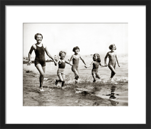 Children on the beach at Bognor, 1933 by Mirrorpix