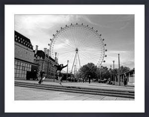 Blade jump, London Eye by Niki Gorick