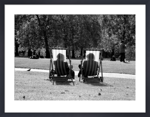 Chatting in Green Park by Niki Gorick